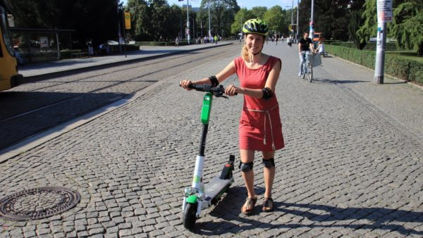 Am Albertplatz darf man den E-Scooter nur schieben.