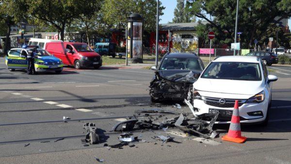 Hyundai gegen Opel an der Kreuzung Hansa-/Fritz-Reuter-Straße