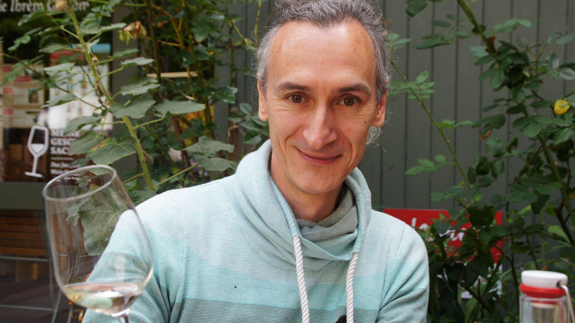 Depotleiter Martin Wels serviert am Freitag Wein passend zu Musik