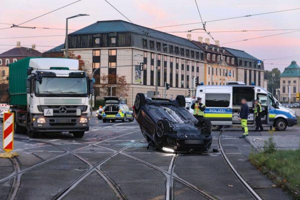 Unfall am Goldenen Reiter führte zu Verkehrsbehinderungen - Foto: Tino Plunert