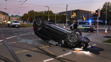Der Renault Clio hatte sich überschlagen - Foto: Tino Plunert