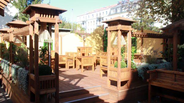 Holzpagode im Garten