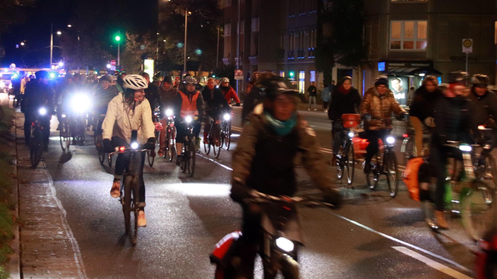 Fahrrad-Demo auf der Albertstraße