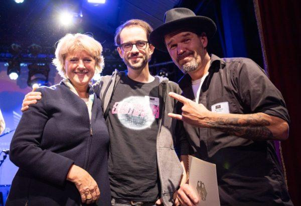 Kulturstaatsministerin Monika Grüters mit Johannes Krömer und Mirko Glaser vom Blue Note - Foto: Stefan Wieland