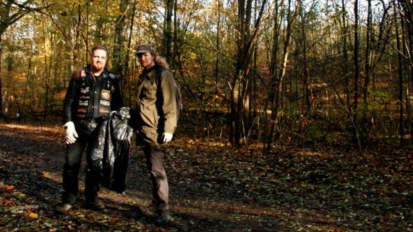 Robert und Rino bei der Müllsammelaktion vom BUND.