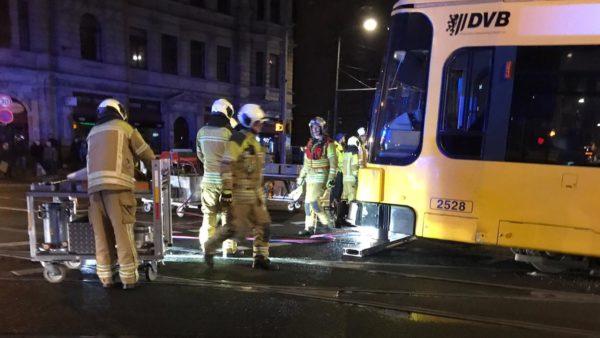 Die Feuerwehr wird die Bahn wieder ins Gleis heben.