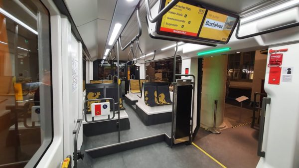 Die Infomonitore gibt es weiterhin. Neue, einfachere Ticketautomaten sind geplant.