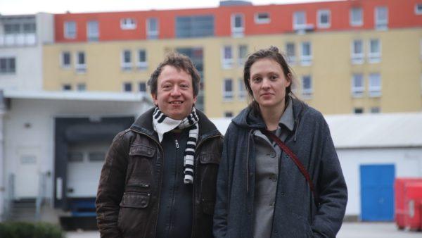 Pirat Jan Kossick und Charlotte Brock (Die Partei) haben einen Ersetzungsantrag eingereicht: Bunt statt grau.