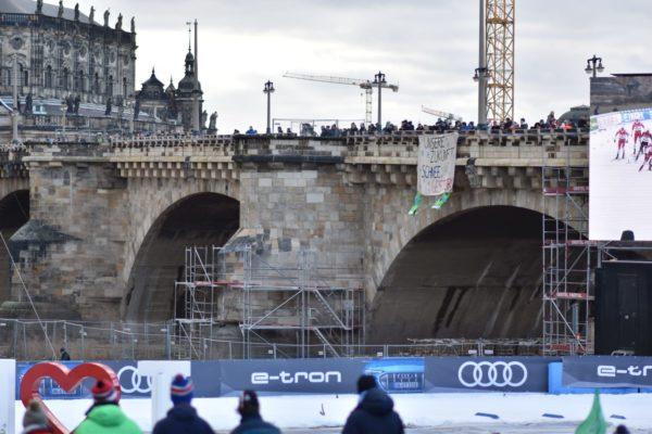 Banner an der Augustusbrücke. Foto: Daniel Meißner
