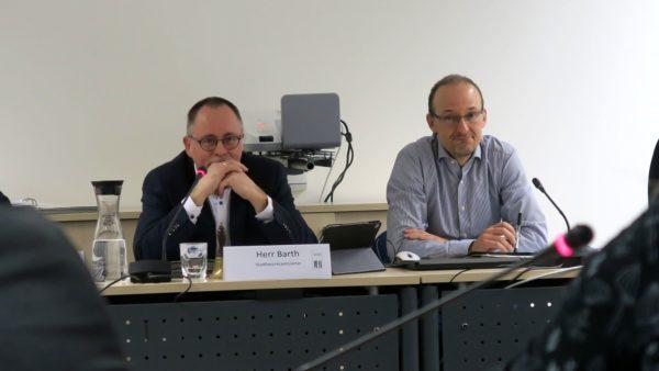 Stadtbezirkamtsleiter André Barth und der Chef des Straßen- und Tiefbauamtes Robert Franke.