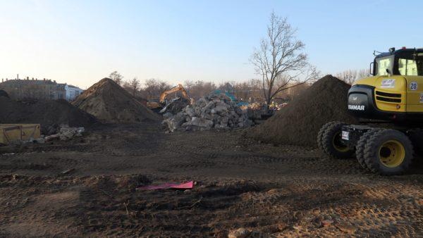 Räumungsarbeiten an der 151. Oberschule