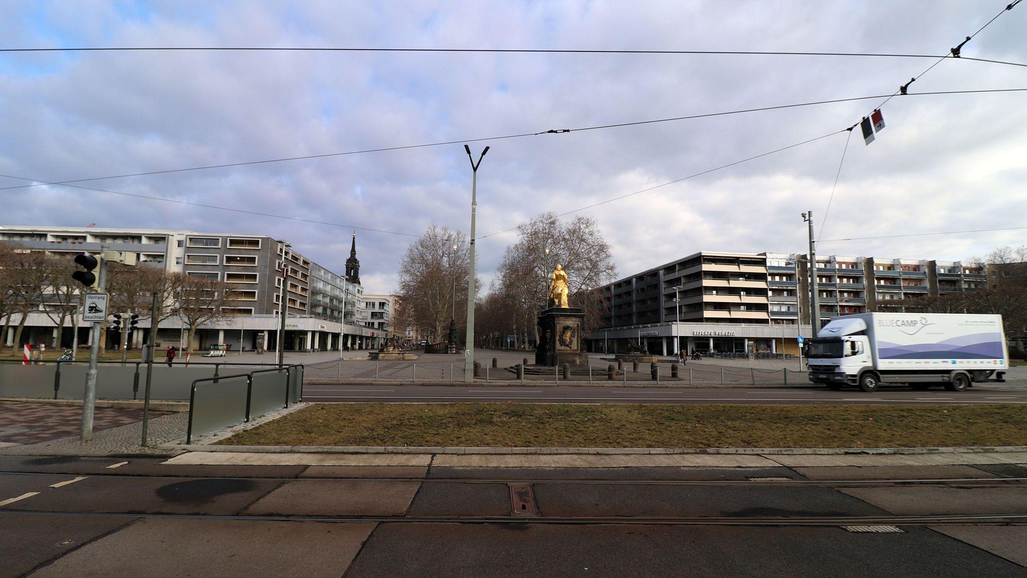 Neustädter Markt mit Goldenem Reiter