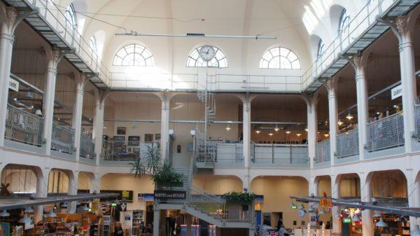Blick ins Innere der schmucken Markthalle in der Neustadt.