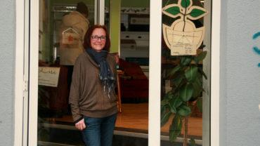 Berit Heller lädt ein, den neuen Laden zu besuchen.