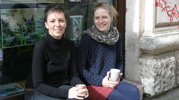 Die beiden Projektkoordinatorinnen von der Woche des guten Lebens Sindy Berndt und Judith Kleibs. (Foto: Uta Gensichen)