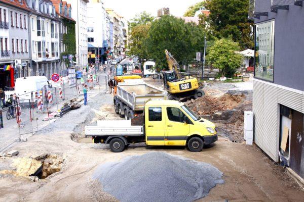 Arbeiten am Scheunevorplatz - Foto: Archiv