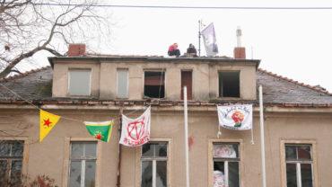 Das Bündnis fordert, dass die Vermietung von spekulativem Leerstand erzwungen werden kann. Besetzungen sollen legalisiert werden. Das würde dann wohl auch für das Putzi-Gelände gelten, welches im Januar 2020 besetzt wurde.