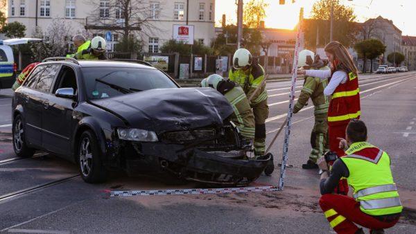 Die Unfallforschung im Einsatz - Foto: Tino Plunert