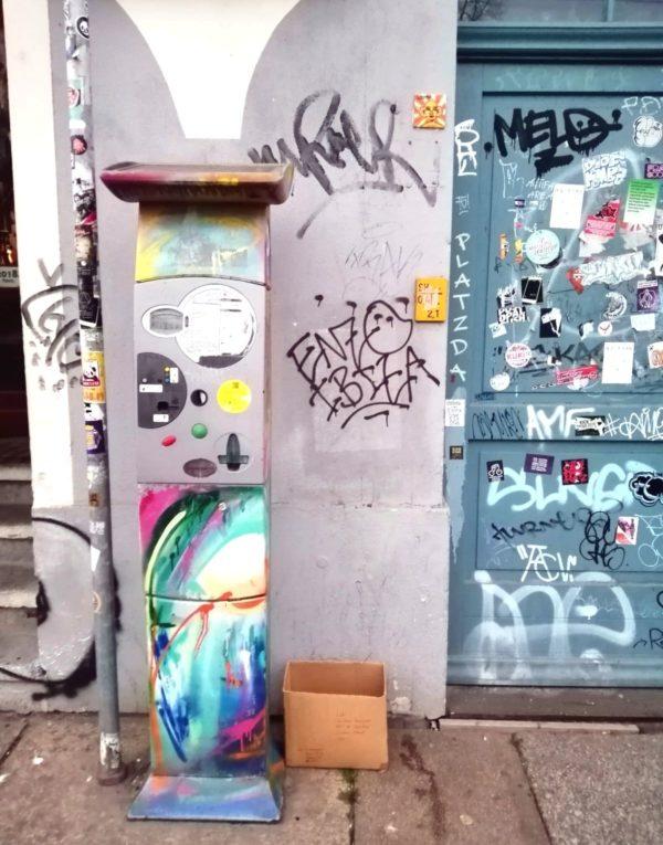 Automat, Fliese oder Tür - wer ist am buntesten