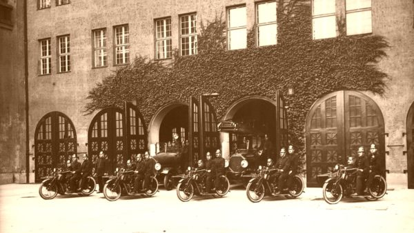 Feuerwache Louisenstraße 1922 - Foto: Archiv Feuerwehr