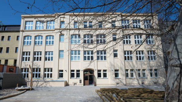 Hofseite des Schulgebäudes. Foto: Foto: Flight Seeing Dresden für die Stesad.