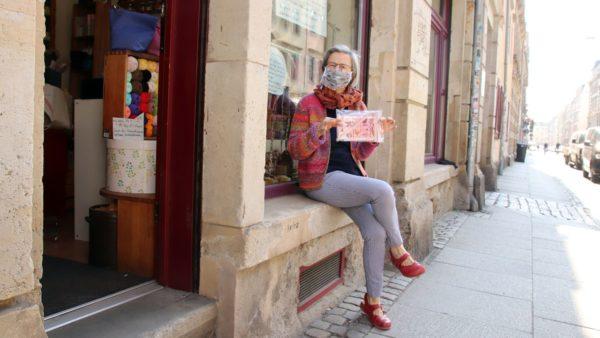 Ute Botta-Engelhardt vor ihrem Laden auf der Görlitzer Straße