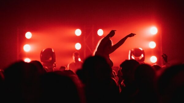 Clubs bleiben weiter geschlossen, die Kultur- und Kreativszene wehrt sich aber gegen das Verbot von Open-Air-Veranstaltungen Foto: Charles Asselin/Unsplash.com