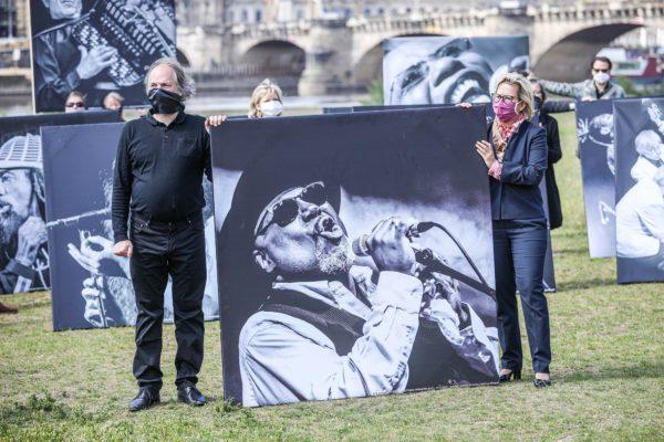 Kulturministerin Barbara Klepsch stellte sich zu den Demonstrierenden - Foto: meeco Communication Services