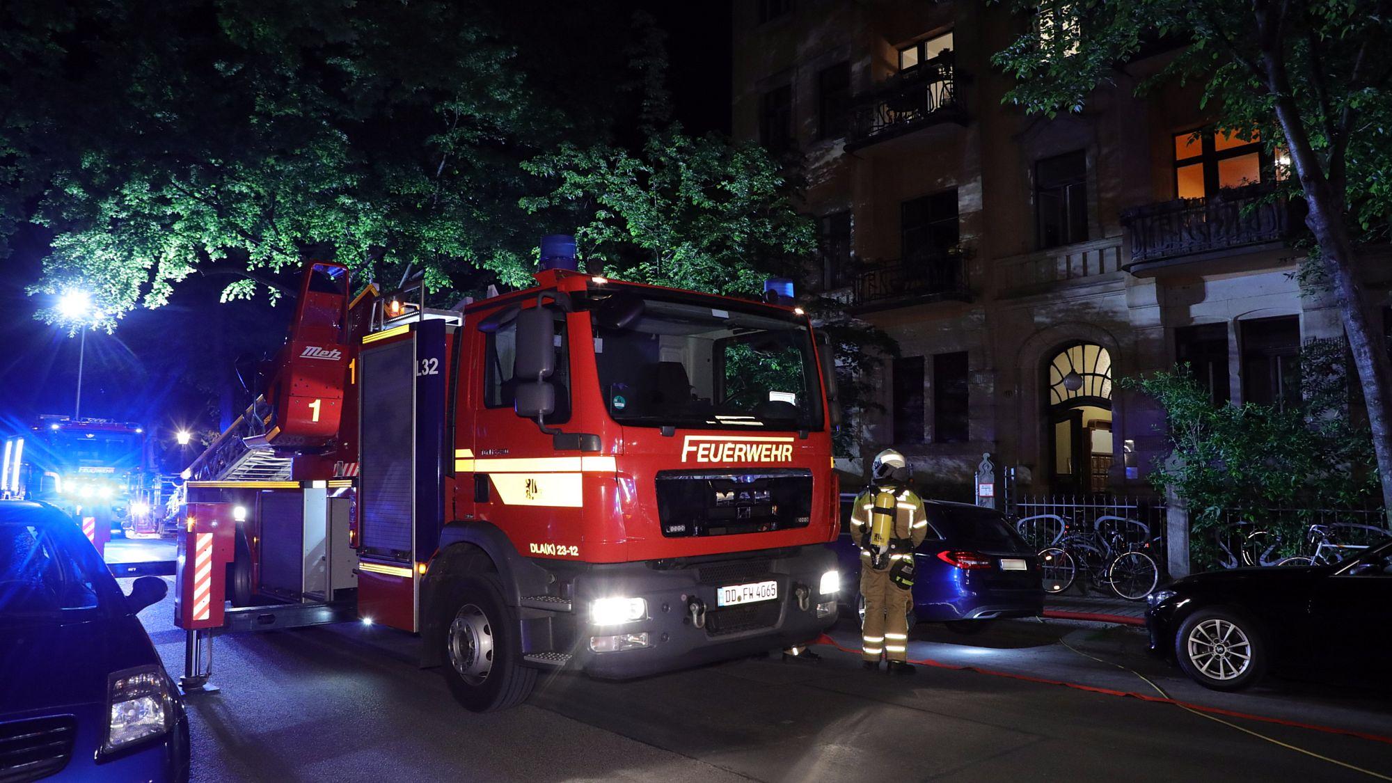 Feuerwehr im Einsatz auf der Theresienstraße - Foto: Roland Halkasch