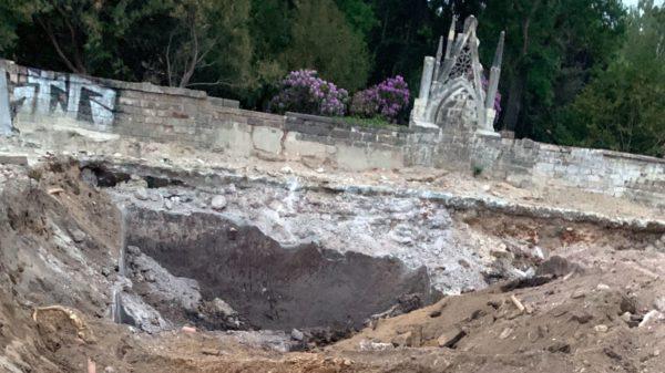 Die stinkende Grube befindet sich im Bereich am Friedhof.