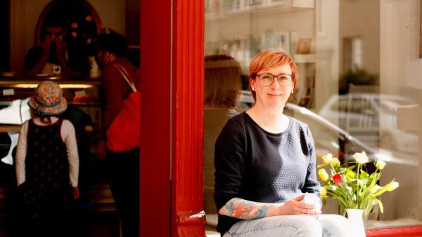 Julia Rothe vom Café Sperlin bäckt weiterhin Kuchen am Wochenende