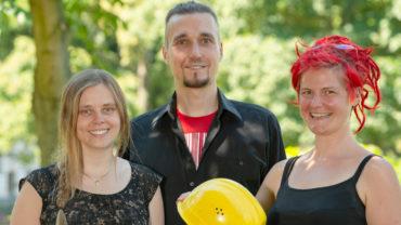 """Das Team von """"Nachhaltigkeit Unternehmen"""" plant eine Interviewreihe über Unternehmen in der Corona-Zeit. In der Mitte steht der Gründer des Vereins:Sascha Kornek. Copyright: Sukuma"""