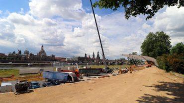 Seit Montag wird am Elbufer aufgebaut.