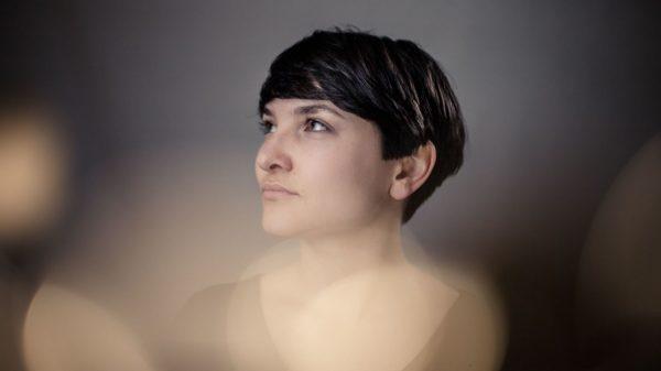 An Gitarre und Loop-Station: Anna-Lucia Rupp