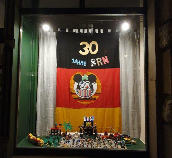 Geschmücktes Schaufenster auf der Görlitzer Straße