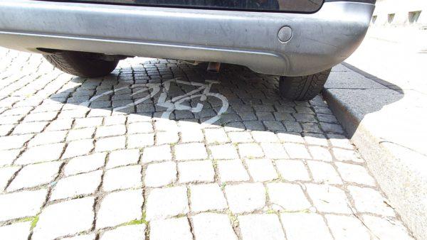 Radwegmarkierung auf der Straße