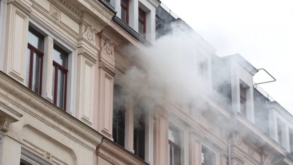 Brand in der Hoyerswerdaer Straße - Foto: Roland Halkasch