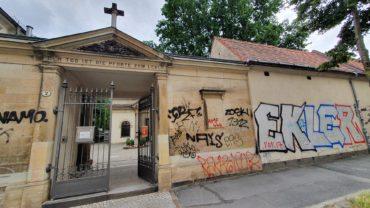 Der Eingang zum Inneren Neustädter Friedhof von der Friedensstraße aus.