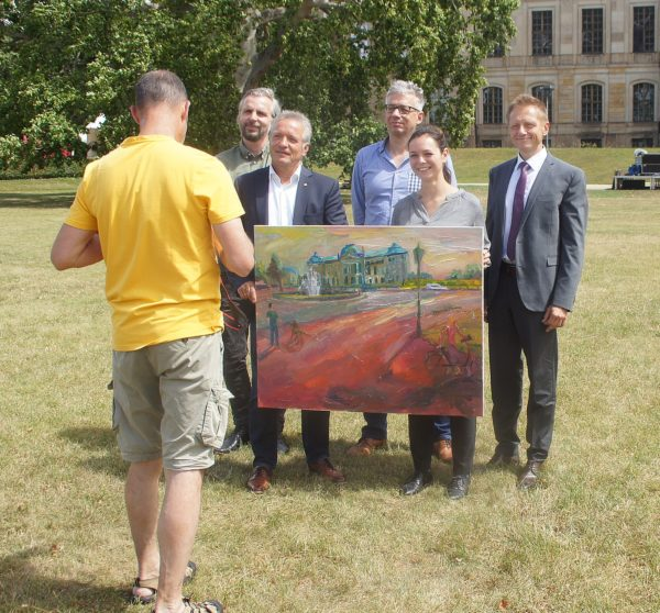 Nils Hiller, Jens Köhler, Jörg Polenz, Nele Ellen Loeper und Dr. René Naumann werden für das Foto arrangiert.