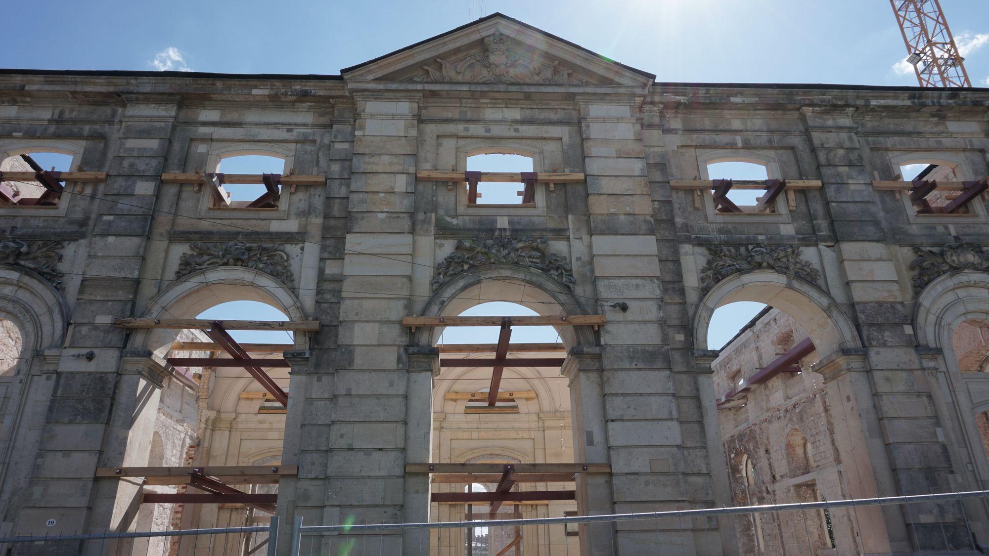 Das Blockhaus lässt statt der Hüllen den Kern fallen.