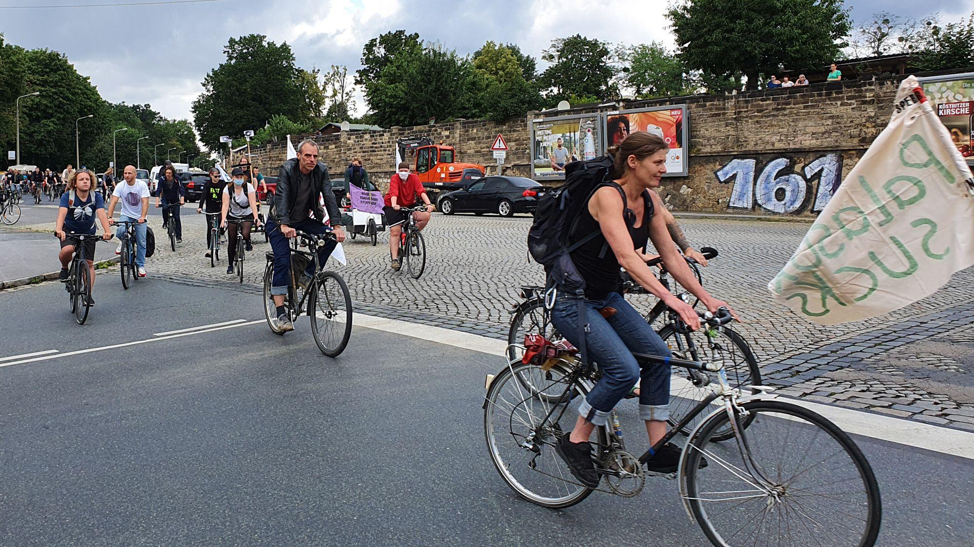 Fahrraddemo auf der Stauffenbergallee
