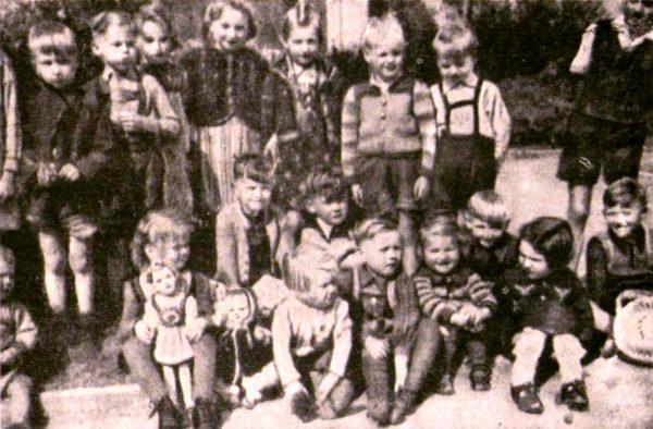 Kinder im Juli 1945 - Foto: Tageszeitung für die deutsche Bevölkerung