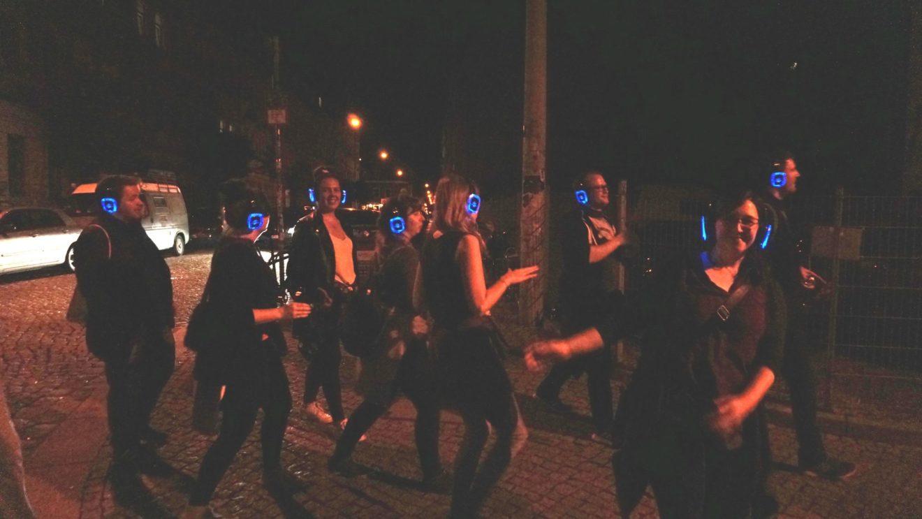 Rundherum gute Stimmung beim Tanzen unter freiem Himmel