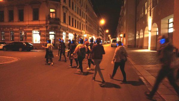 Mit Musik über die Straße
