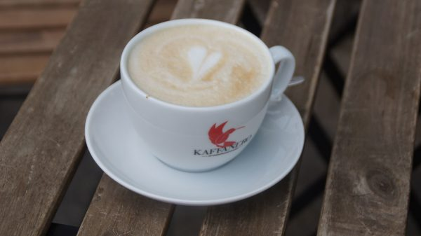 Kaffee ohne Kuhmilch mit Herzchen.