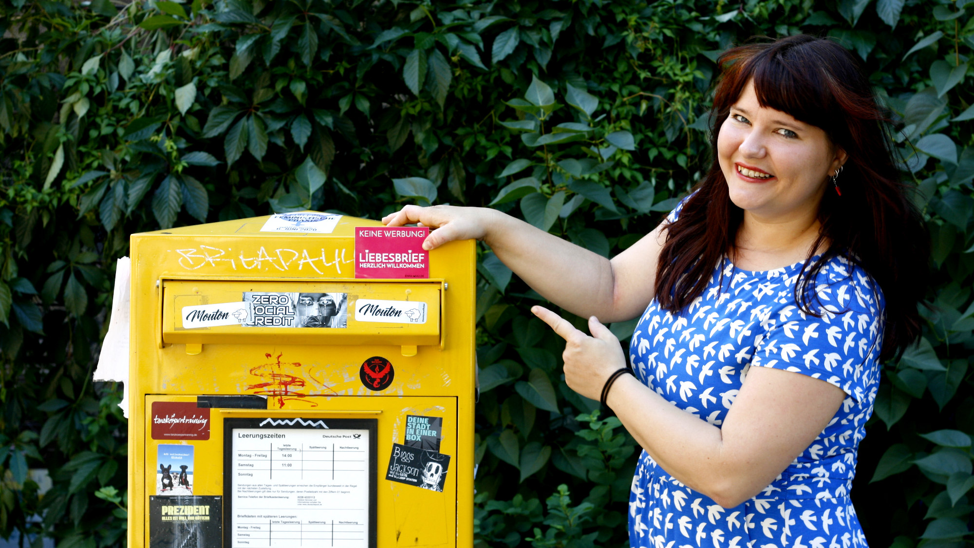 Enna möchte ihren Fans liebe Post senden.