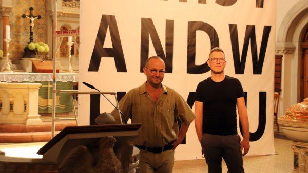 Pfarrer Eckehard Möller und Künstler Daniel Rode