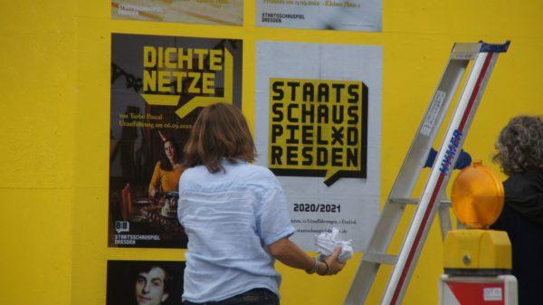 """Die neue Inszenierung der Bürgerbühne heißt """"Dichte Netze"""" und geht den persönlichen Netzwerken auf den Grund. Foto: Philine"""