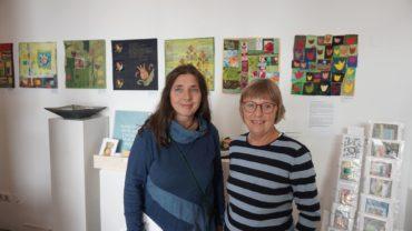 Uta und Ulrike - die Gastgeberinnen der Ausstellung.