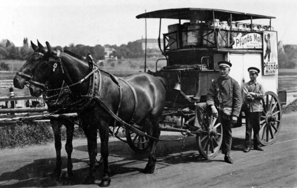 Damals kam die Milch im Pferdewagen. Foto: Archiv Pfunds